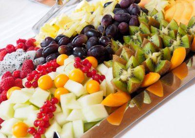 Platte mit Früchten