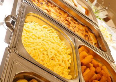 warmes Essen am Buffet