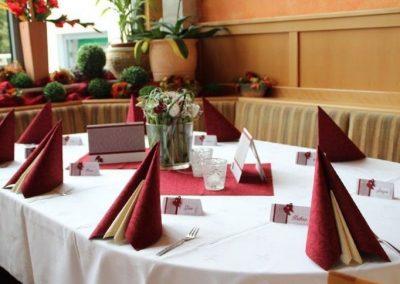 gedeckter Tisch im Wintergarten Hofschenke