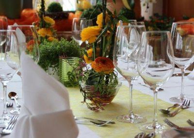 gedeckter Tisch im Wintergarten der Hofschenke
